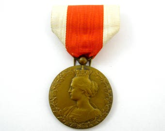 Antique Belgian Queen Elisabeth WWI medal pendant with ribbon
