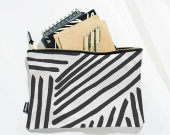 Black and White Cosmetic Bag, Zipper Pouch, Large Travel Pouch, Makeup Pouch, Makeup Bag, Travel Gift, Handbag, Cosmetic Pouch