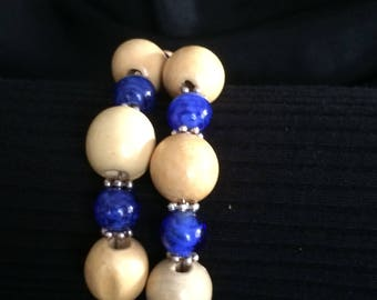 Blue glass and wooden round beaded bracelet