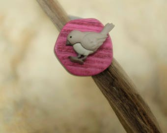 Bird taupe marbled button ring