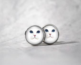 Earrings cabochon 10 mm / white cat