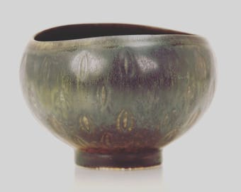 VINTAGE 1960s stoneware bowl with beautiful black glaze. Designed by Gunnar Nylund for Rorstrand in Sweden.