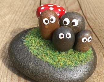 Rock / Stone / Pebble Art - Hand painted pebble figures & red spotted mushroom / toadstool / Adorable original gifts for the garden/home dis