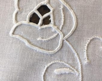 Set of 12 Vintage Cotton Napkins with Embroidered Flower