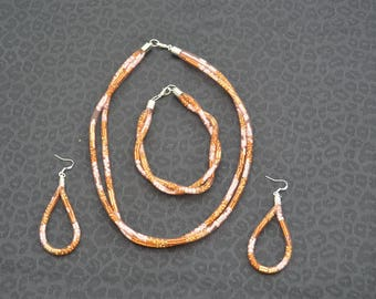 Necklace, bracelet and earrings in wire mesh