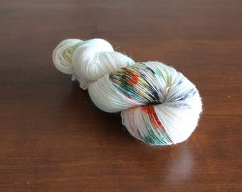 Handdyed yarn, sock yarn, fingering weight, yarn, socksanity, socksanity chang'e, off white yarn, white yarn, sock knitting