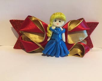 Adorable princess bow handmade! Princess is made with cold porcelain (without mold).