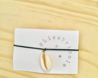 Green elastic bracelet with shell