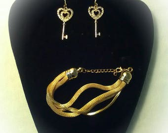 This jewelry set includes earrings and bracelet