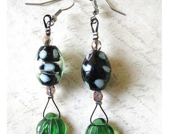 Earrings green leaves and oval glass cat pattern