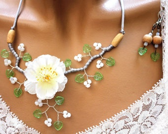 Set white and green branch flower Sin artificial.