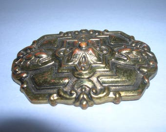 A Vintage bronze metal brooch
