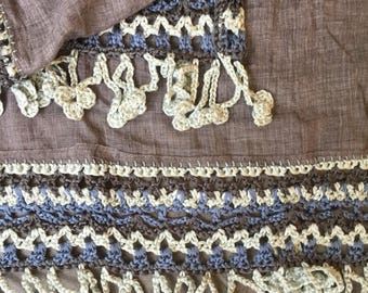 Beautiful spacious scarf, grey with crochet border