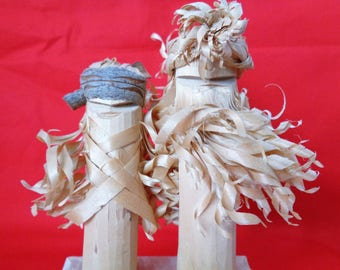 VJ255 : Ainu Hokkaido Nipopo wooden Dolls pair wih natural wooden  carved curly hair,hand made in Japan,RARE