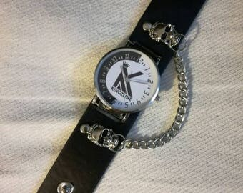 Wrist watch with bracelet + skull, leather strap with snap fasteners, clock with chains on skull