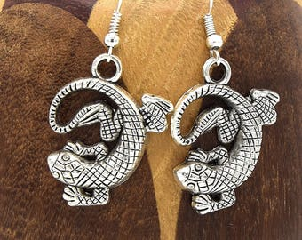 Salamander silver aged, antiqued silver amphibian clip earrings
