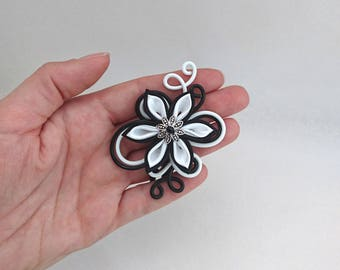 Aluminum Black and white hair clip and flower