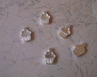"Charms, ham, ""cupcake"" plain silver metal."