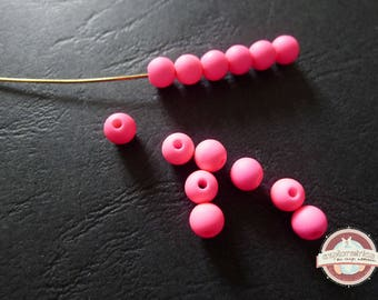 30 round pearls fluorescent neon pink 4mm hole 1 mm