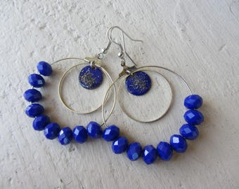 chic bohemian hoop earrings in silver, sequin enamelled copper and dark blue, Royal Blue and silver faceted beads