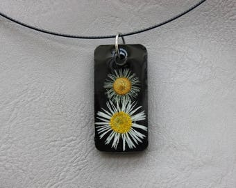 Round neck + rectangle resin pendant dried Daisy common and wild flowers