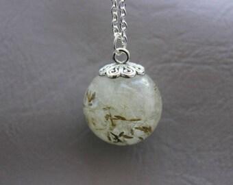 Necklace 77 cm + pendant Sphere 2.2 cm resin inclusion of dandelion Pistils