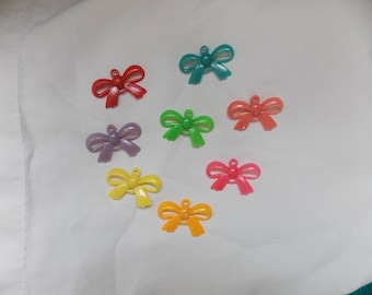 different color bow pendants