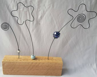 Decoration annealed iron wire vanity: three flowers and beads, shades of blue