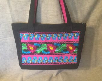 Bag ethnic, black and fuschia with Indian braid.