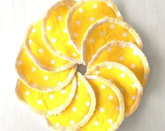Set of 10 wipes round yellow polka dots 7cm
