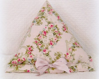 Pillow stand for tablet or eReader in shabby style
