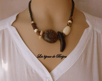 Ethnic necklace seeds in shades of Brown and white off