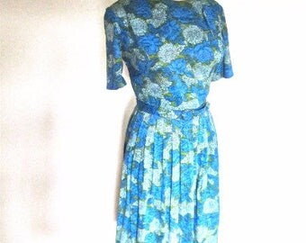 M L 50s 60s Blue Green Floral Nylon Day Dress Office Mad Men Vintage Pleats Belt Short Sleeves Medium Large