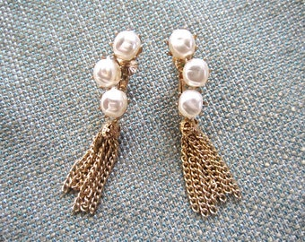 50s-60s  Coro Pearl Faux Clip Back Earrings Vintage Button Dangle Drop Style White Chain Ear Climber