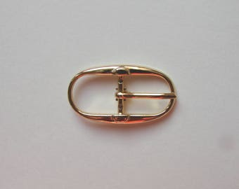 Oval belt buckle, 42 x 23 mm, gold tone.