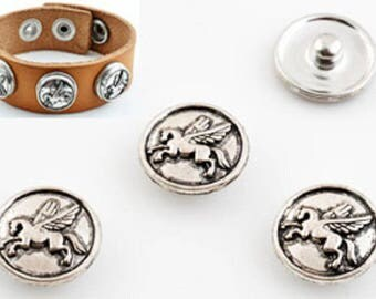 Snap button closure, decorated with Pegasus ± 18mm
