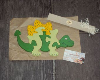 Fretwork puzzle child dinosaur motif