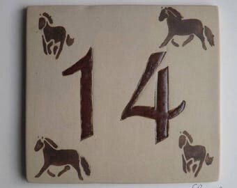 Sign door original beige stoneware decorative horses, Brown number '14'