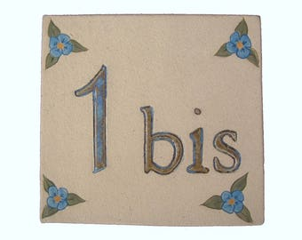 Plate door original stoneware, number '1' beige and linen flowers