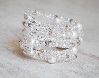 Handmade unique bracelet with white beads and pearls