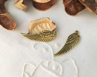 5 gold stripes black, 30 mm Wing charms pendants