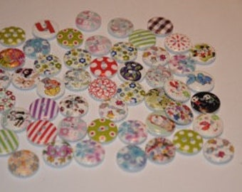 Set of 25 round buttons