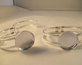 Bracelet holder for cabochon or glass globe