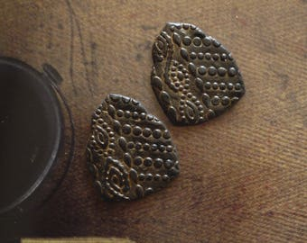 Set of 2 Stud Earrings ethnic polymer clay - cabochon tribal Indian Hindu style - rustic - cabochons-made polymer clay