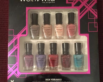 "Wet & Wild ""Deck Your Nails"""