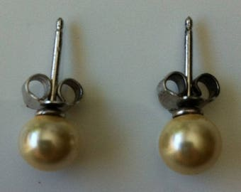Pair of pierced earrings by BAGART