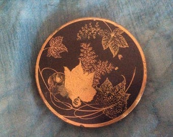 MASCOT Ladies Vintage Compact. Fair to good condition Collectable 1040's