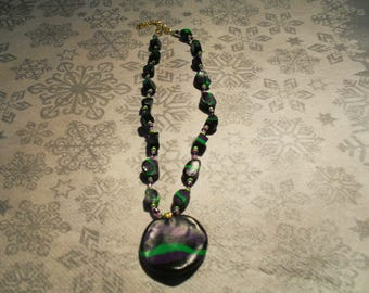 pendant necklace trend, original and colorful (black, purple and green)