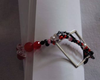 elastic bracelet and necklace