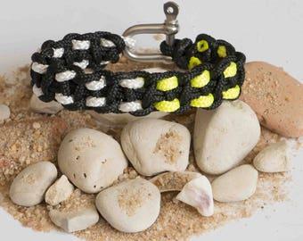 Cat Manila clasp bracelet